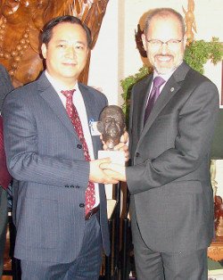 Guo receives Dwight D. Eisenhower Global Award